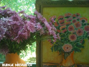 crizanteme-cu-tablou-pers